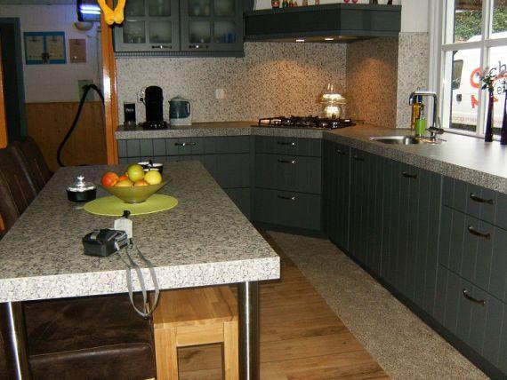 Met een nostalgisch tintje impressies schuurmans keukens verkoop maatwerk en montage van - Een dressoir keuken ...